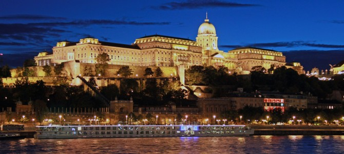 Tourist Things in Budapest: Buda Castle, St Stephen's Basilica and Citadella